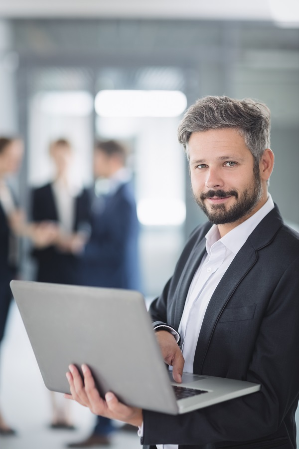 Datenschutzbeauftragter mit Laptop